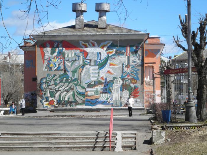 В Краснокамске загорелось здание бывшего делового центра «Родина»