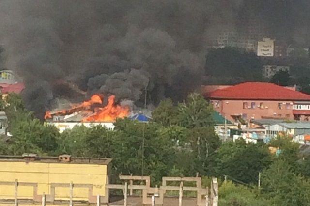 В Перми на улице Генерала Наумова горел дом