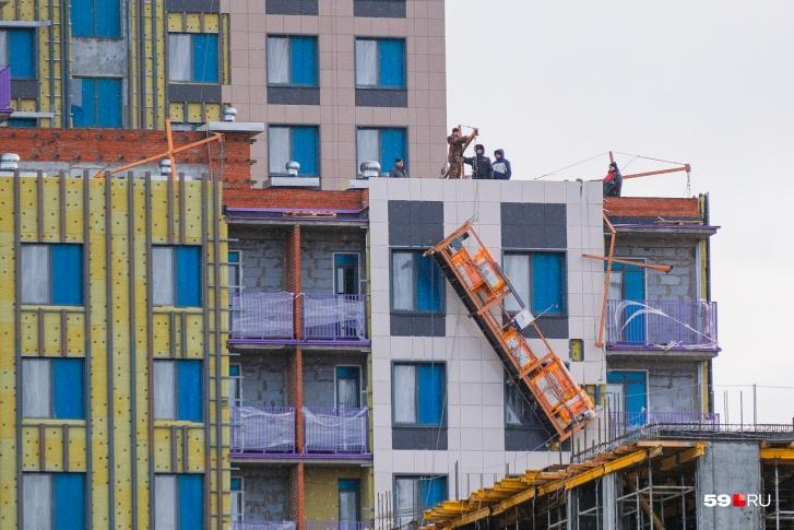 На строительной площадке в Перми умер рабочий